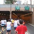 穿過隧道 往終點衝刺