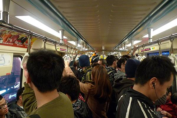 這是凌晨6點的捷運