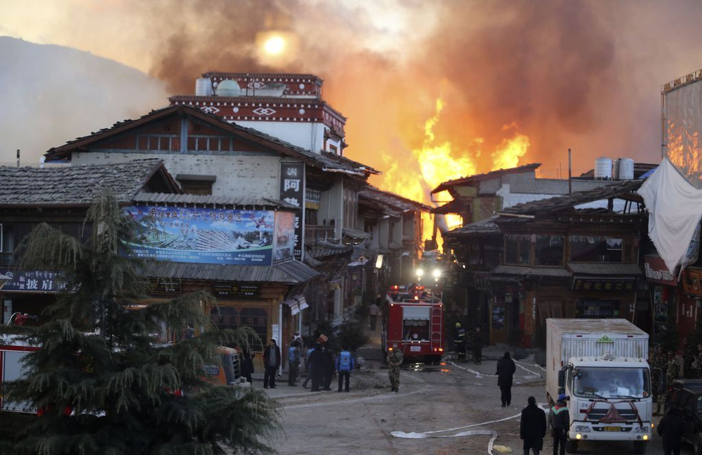 香格里拉獨克宗古城燒毀新聞畫面_3.jpg