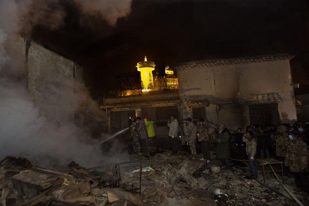 香格里拉獨克宗古城燒毀新聞畫面_6.jpg