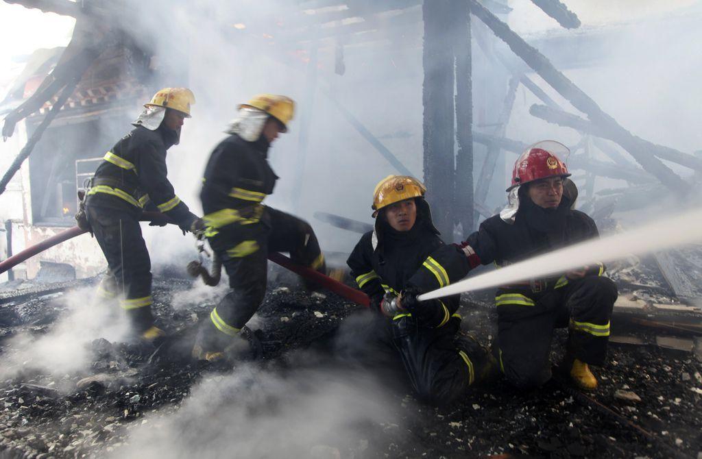 香格里拉獨克宗古城燒毀新聞畫面_9.jpg