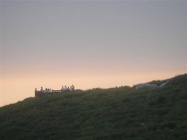 對面的觀景台