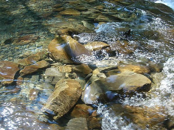 好冰涼的水