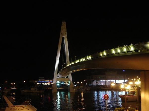 橋又變色囉