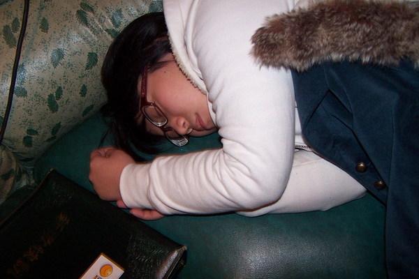 辛苦的阿玲 累壞了 原來當伴娘不輕鬆