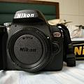 Nikon D60 有著名的小紅短褲標誌 服役中