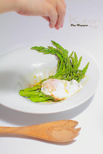 Poached egg asparagus with balsamico vinaigrette