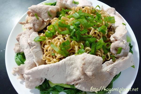 鄉傳國民乾麵: http://kagami.pixnet.net/blog/post/29522997