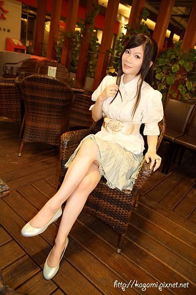 八月穿搭: http://kagami.pixnet.net/blog/post/29596964