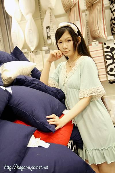 八月穿搭: http://kagami.pixnet.net/blog/post/29600689