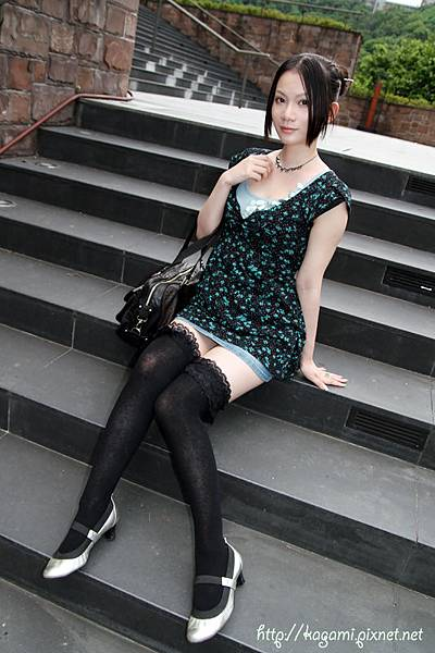 八月穿搭: http://kagami.pixnet.net/blog/post/29606427