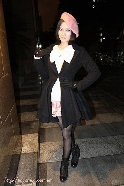 十二月穿搭: http://kagami.pixnet.net/blog/post/30143940