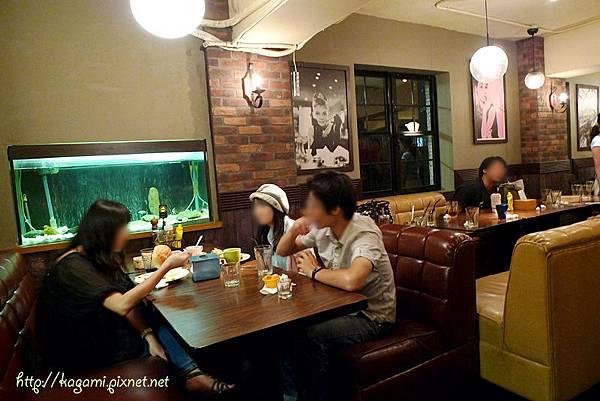 Apple Diner: http://kagami.pixnet.net/blog/post/30183930