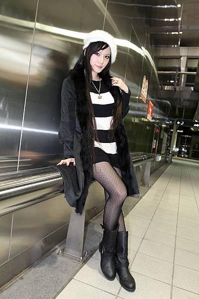 十二月穿搭: http://kagami.pixnet.net/blog/post/30208326