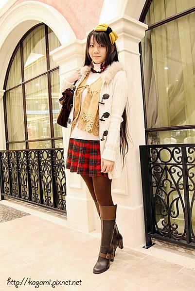 十二月穿搭: http://kagami.pixnet.net/blog/post/30286236