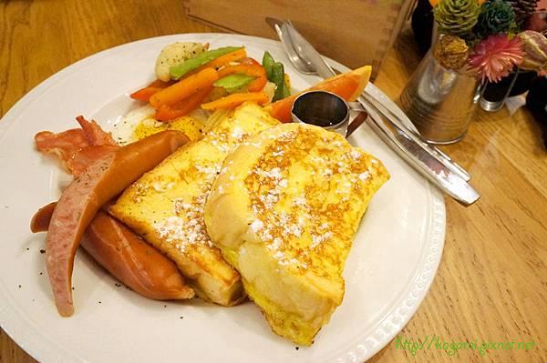 Merci Café: http://kagami.pixnet.net/blog/post/31611923