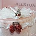 jill stuart: http://kagami.pixnet.net/blog/post/38778331
