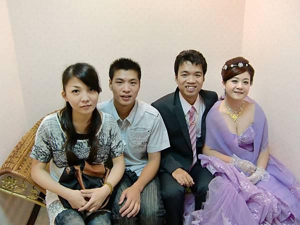 左邊的是大哥弟弟&女友