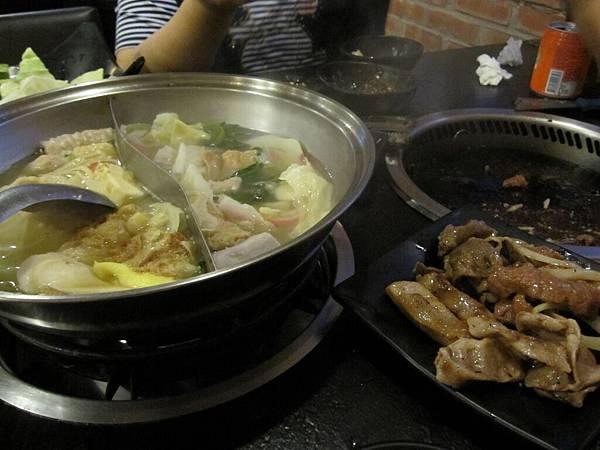 火鍋還是鴛鴦鍋唷,四種湯頭可任選兩種