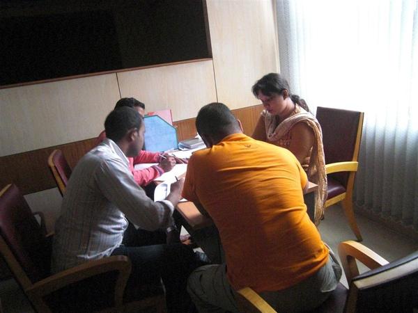 新認識的朋友們正在上旅館管理課程