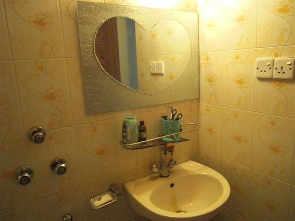廁所裡的鏡子是心型的(驚)