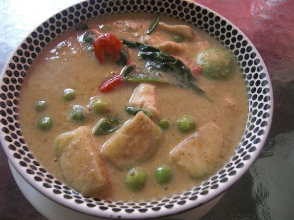 綠咖哩(裡面的蔬菜蠻好吃的說)