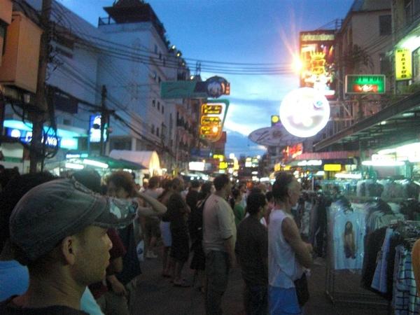 夜晚的Khaosan路