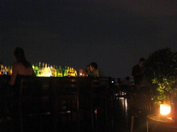 夜晚的吧台2