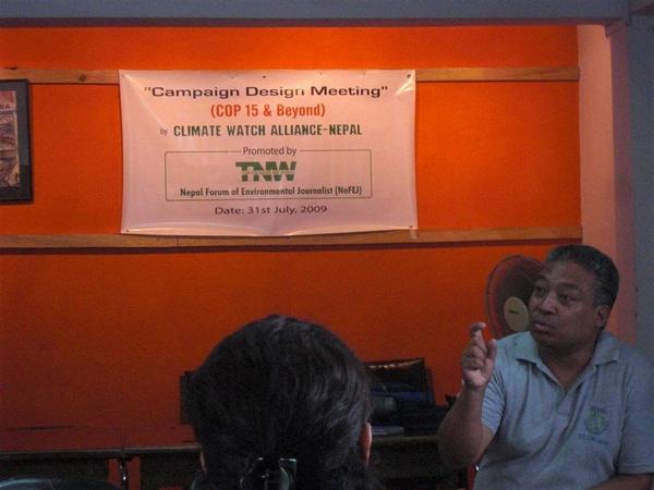 演講中的Anil Chitrakar
