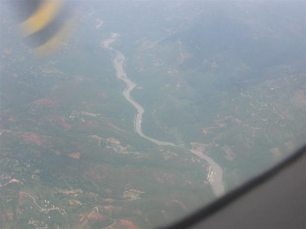 山區河流一景