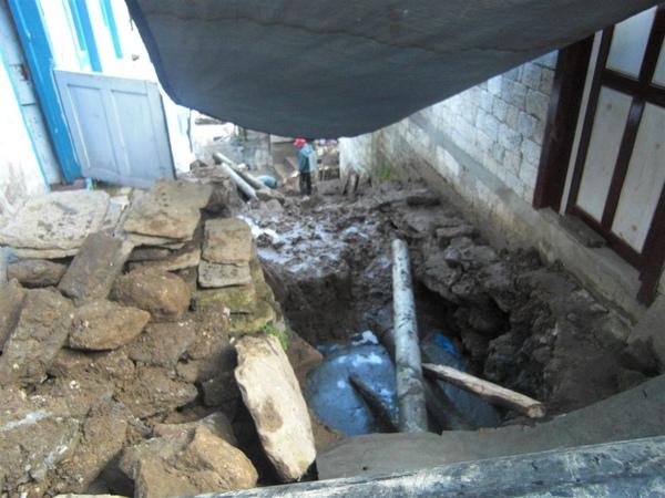 雨季的村莊都在修路