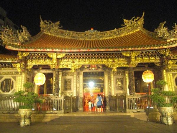 夜晚的龍山寺