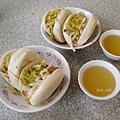 富盛號碗粿 對面的刈包~~(湯比較好喝…)