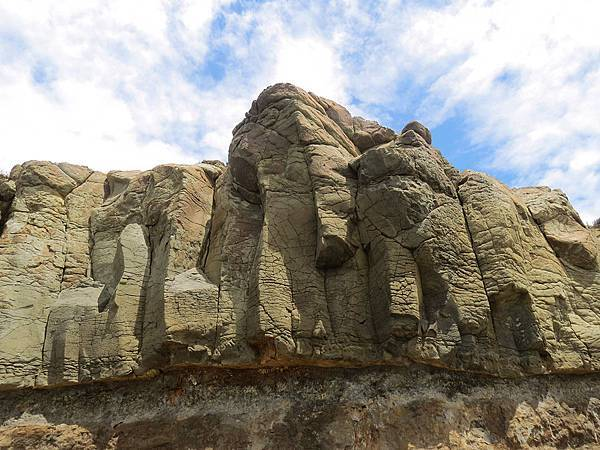 鯨魚洞旁玄武岩