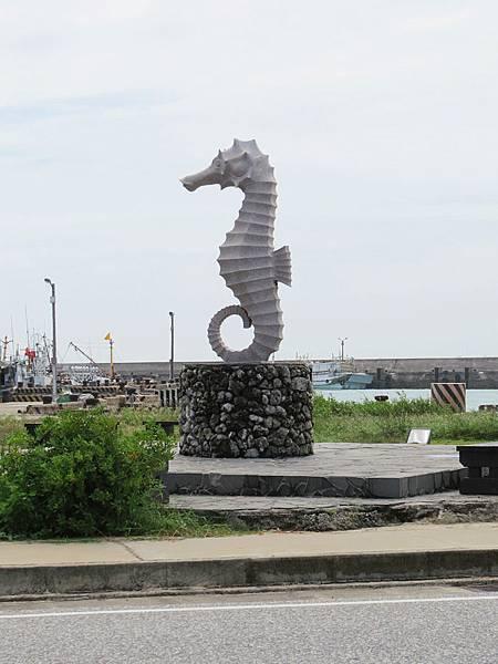 赤馬東港地標