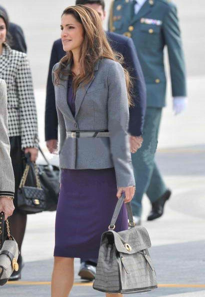 ysl-celebs-star-queen-rania-of-jordan-muse-two-croc-bag.jpg