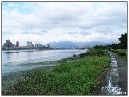 淡水河右岸