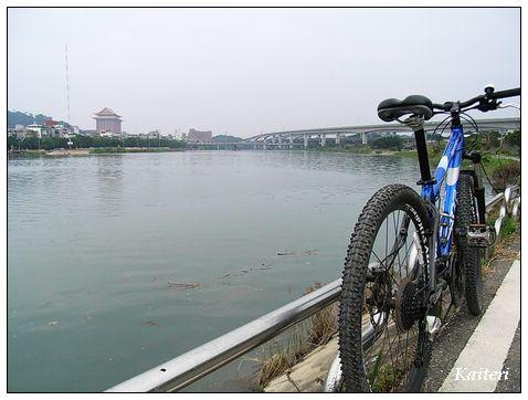 基隆河左岸