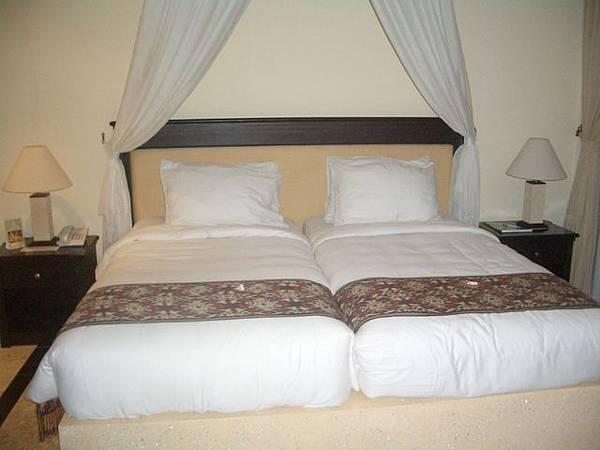 Athena Garden Villa的床