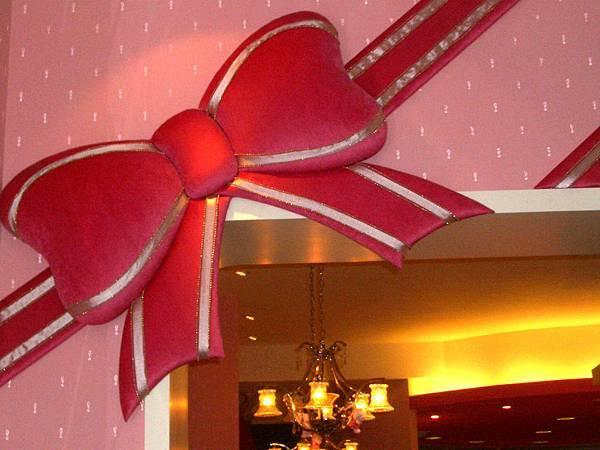牆上的超大蝴蝶結裝飾