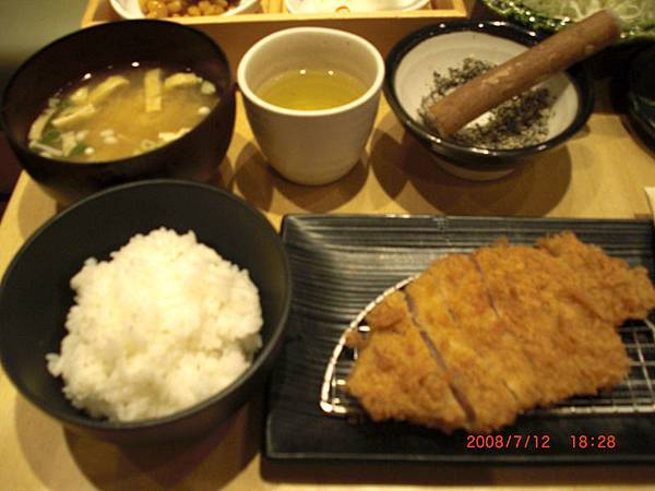 pei的香潤里脊豬排套餐(中)