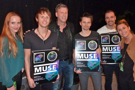 Muse-erhalten-Gold-fuer-The-2nd-Law-mit-Video