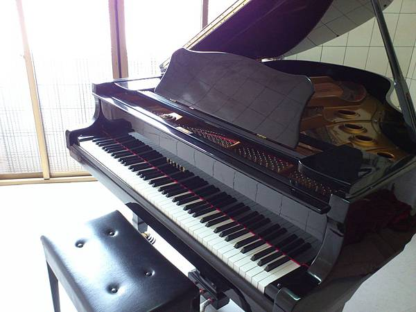 三角平台鋼琴