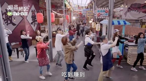 12_尷尬癌大爆發的開市舞.JPG