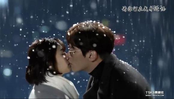 28終於在第8集末接吻2.JPG