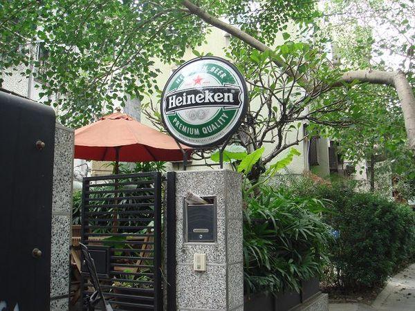 富錦街108號的門口