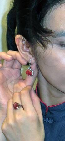 第一次亮相的耳環