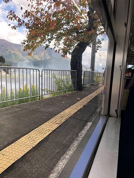 無人站月台.jpg
