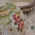 木器彩繪 - 鈴木彩繪畫風  玫 瑰 物 語  法式精緻糖果盒   溫柔法式氣質  精緻典雅  層次上立體效果更讓人回味無窮  隨性留下遺跡 真真切切  彷彿置身於畫中  意境是這樣那人雀耀  木器彩繪 - 鈴木彩繪畫風    ↑學員作品欣賞