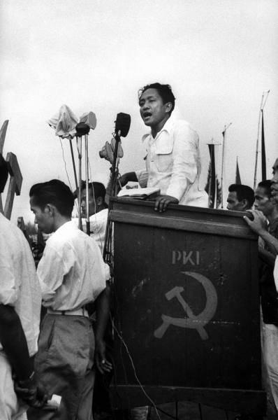 D.N. Aidit於1955年印尼共產黨競選集會上發表演說